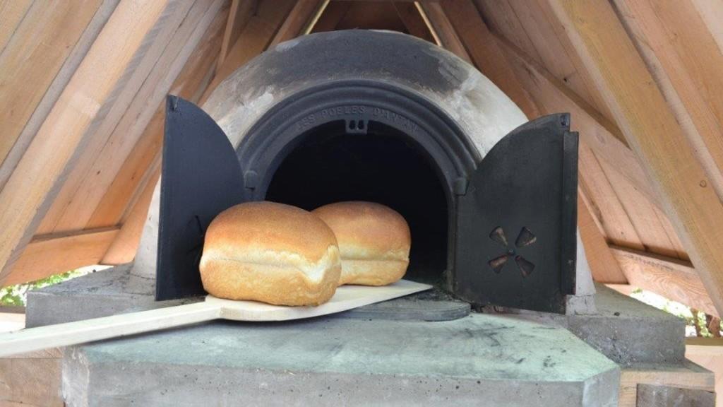 La construction du four pain est termin e le placoteux for Construction four a pain