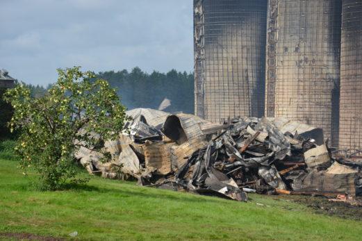 La ferme du maire de Mont-Carmel emportée par les flammes