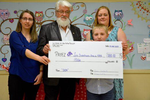 École Sacré-Cœur : une classe de 4e année remet 1000$ à une fondation pour diabétique