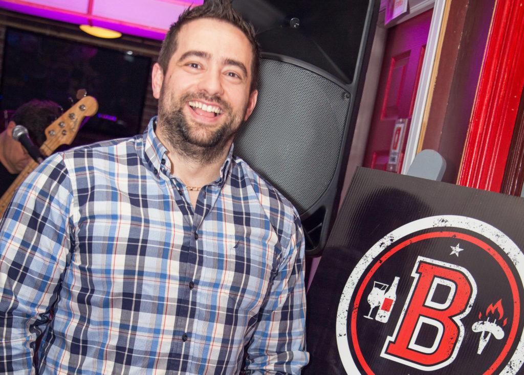 Nouvelle identit visuelle pour le buro des sports le for Buro grill et bar