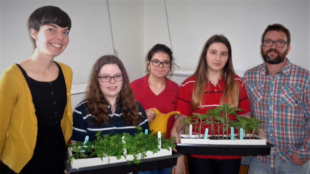 Des jeunes prennent part au mouvement Incroyables comestibles