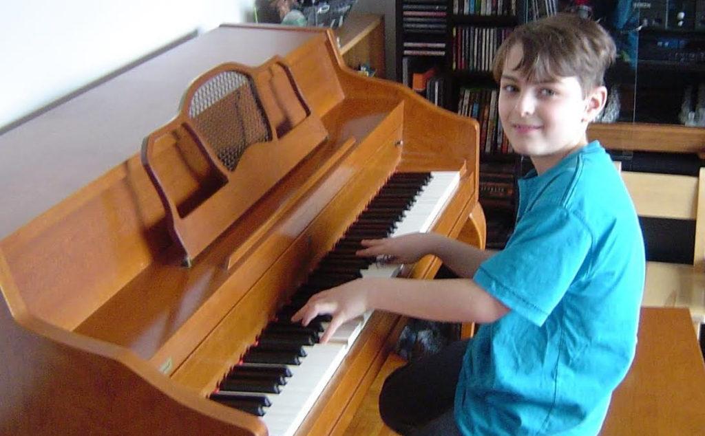 L'appel d'un jeune pianiste talentueux entendu