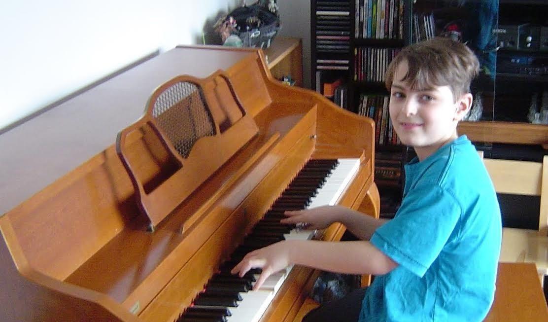 jeune pianiste talentueux recherche un piano qui ne sert plus le placoteux. Black Bedroom Furniture Sets. Home Design Ideas