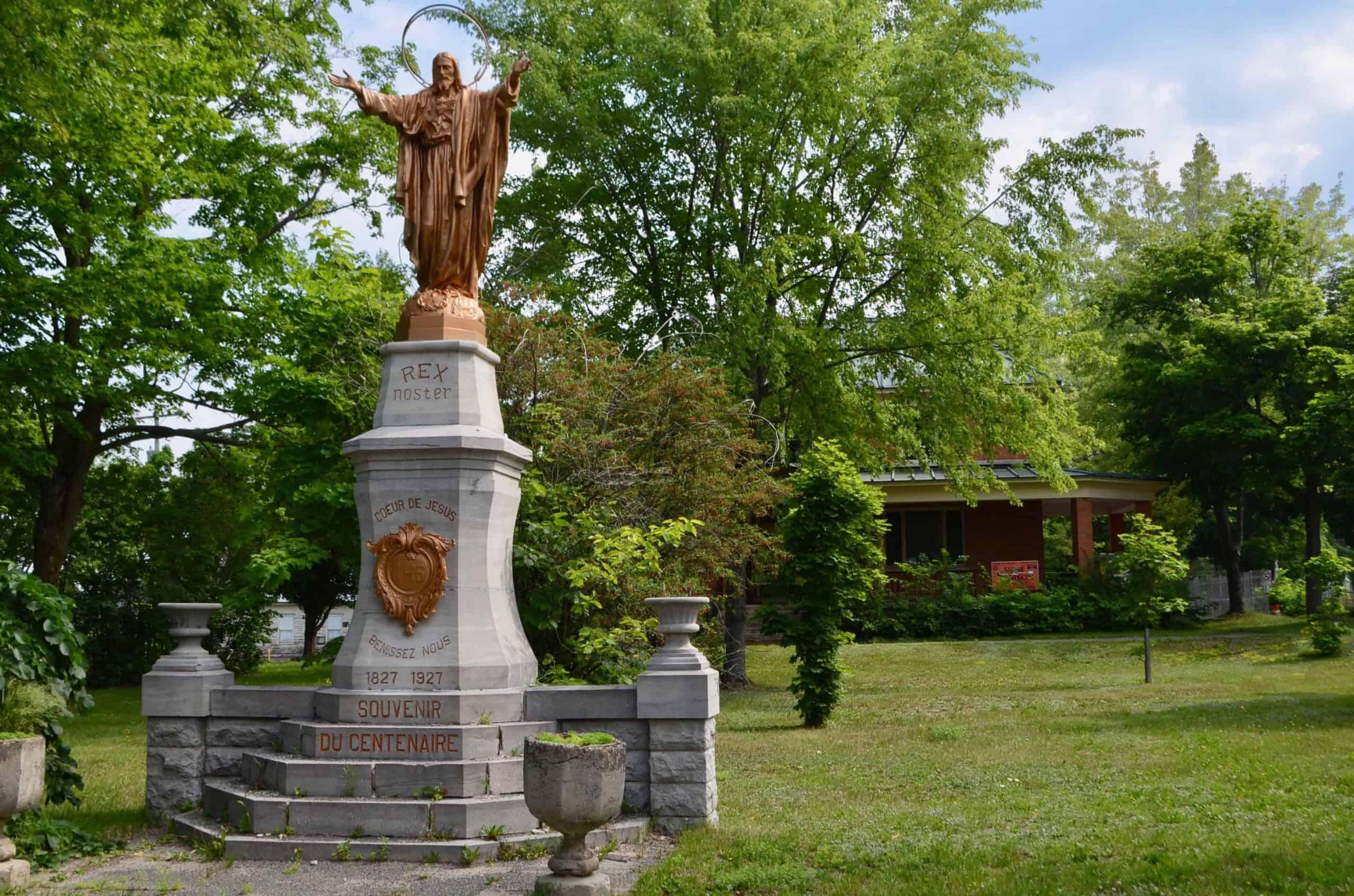 La statue du Sacré-Cœur ne déménagera pas